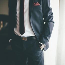 【結婚式】メンズスーツをお洒落に着こなすための小物は?>>