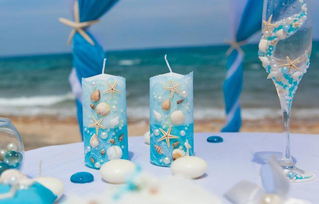 ブルーのジェルで海を思わせる演出も素敵です。