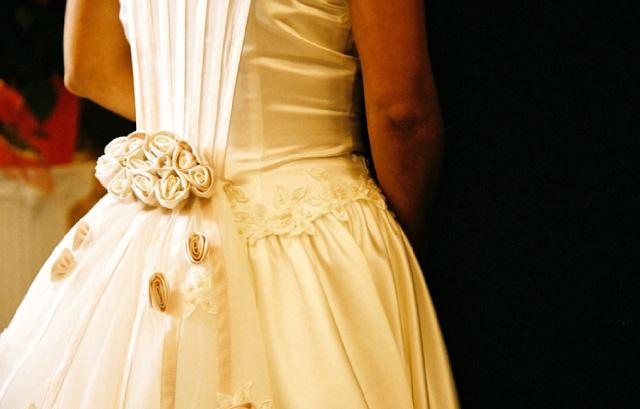 486eb2d0f995f 誰かが着たドレスを着ることに、抵抗がある人もいるかもしれませんが、ウェディングドレスの中古にはメリットがいっぱい!