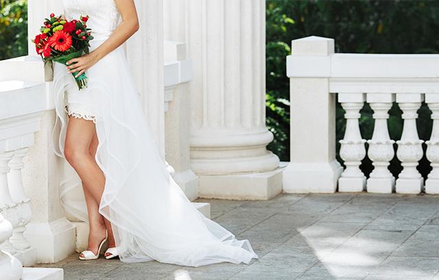 b48d4e0f05f7d ただ、両家の親族や仕事関係者なども出席する挙式や披露宴にミニドレスはふさわしくない、と考える人もいます。