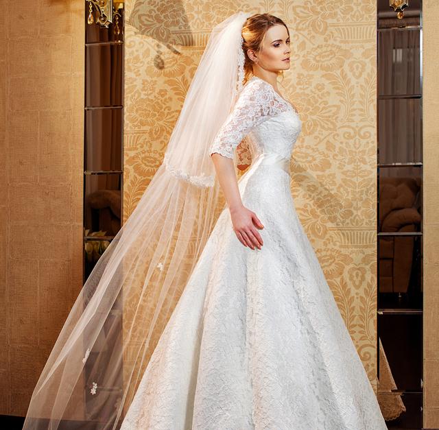a3335093db879 Aラインのウェディングドレスは、身体を美しく見せてくれるだけでなく、上品な印象を与えてくれます。