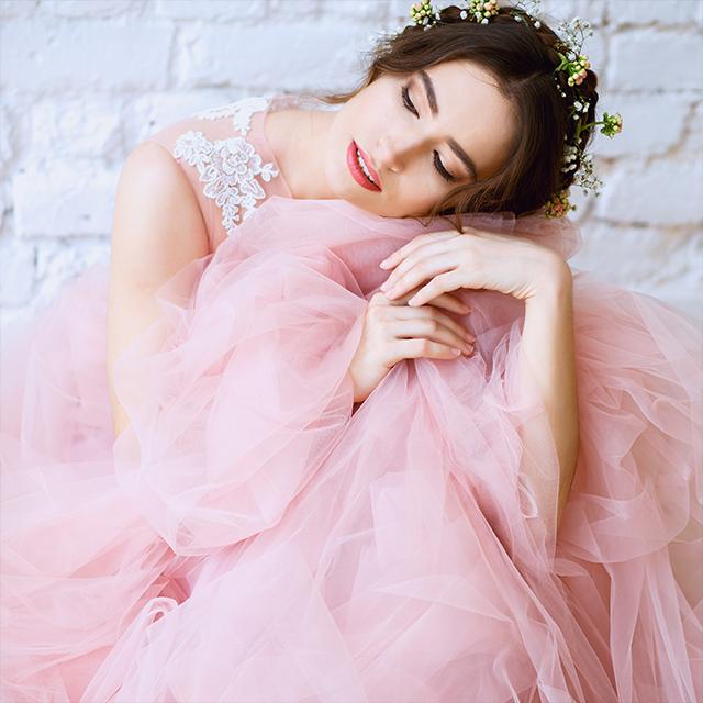 160b15fb37128 カラードレスは何色を着る?各カラーの特徴やイメージを一挙ご紹介 ...