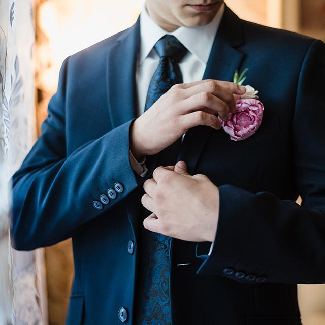 結婚式二次会の新郎の衣裳は?二次会ならではの着こなしって?