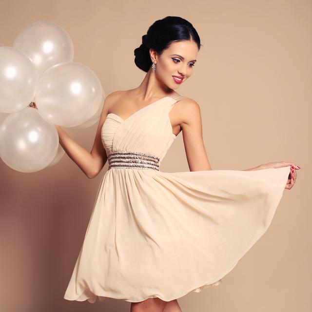 a52edbda6109f 結婚式にベージュの服装をしたい!注意すべきポイントって?   結婚 ...