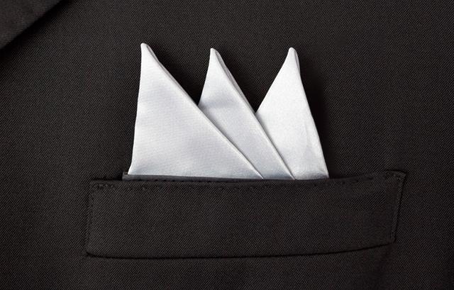新郎・男性ゲスト必見!結婚式のポケットチーフの折り方&選び方