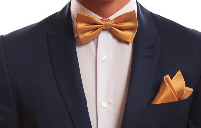3e719a80c42b6 結婚式では、スーツの飾りとして胸ポケットに「ポケットチーフ」を挿す人も。 蝶ネクタイ ...