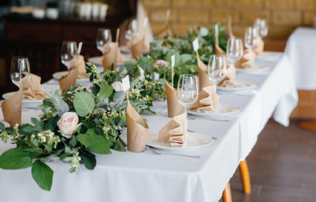 結婚式】会場装花とクロスの組み合わせのコツって? | 結婚
