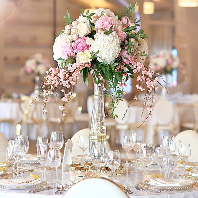 結婚式の雰囲気作りに欠かせない会場装花。